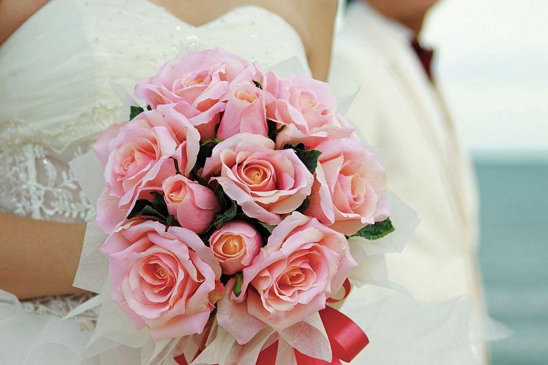 Bruid met bruidsboeket bij Hotel-Restaurant Bakker in Vorden