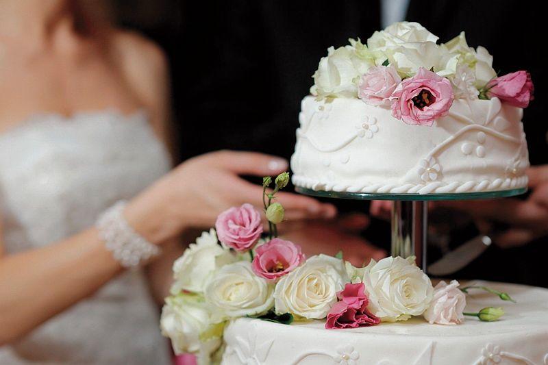 Bruidstaart. Bakker in Vorden heeft jarenlange ervaring in het organiseren van feesten, catering en events.
