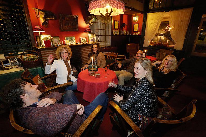Gezelligheid in het café van Hotel-Restaurant Bakker in Vorden