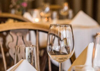 Gedekte tafels in Restaurant Bakker in Vorden