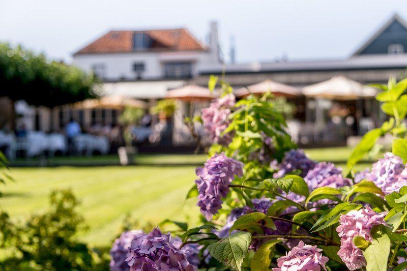 De tuin van Hotel Restaurant Bakker in Vorden