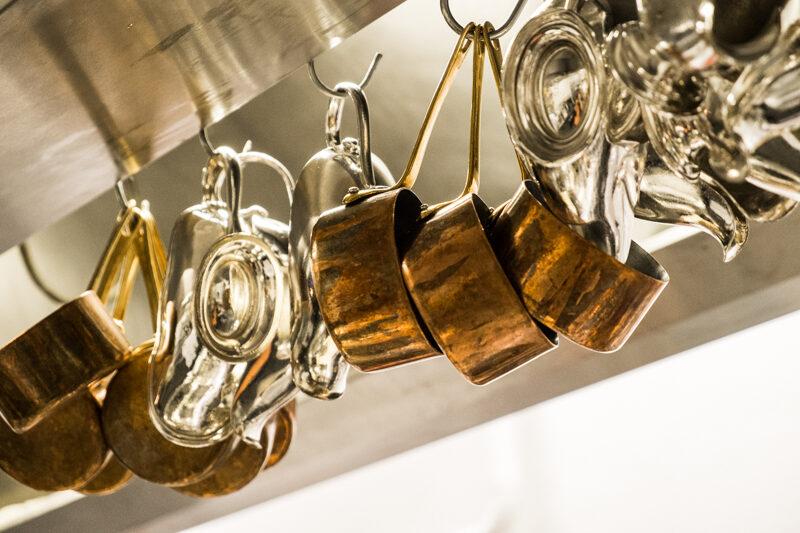 Koperen potten en pannen en vacatures bij Hotel Restaurant Bakker in Vorden