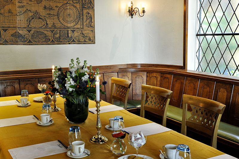 Vergaderen in de huiskamer van Hotel-Restaurant Bakker in Vorden
