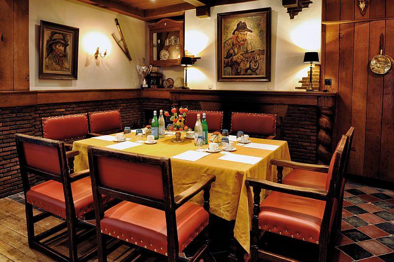 Vergdaderen in de jachtzaal van Hotel-Restaurant Bakker in Vorden